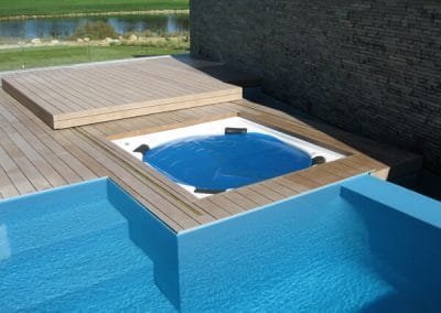 we install wooden decks and jacuzzis