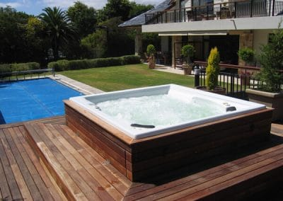 free-standing jacuzzi